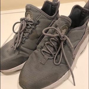 Woman Nike(Airhuarache) shoes size 8